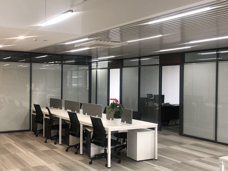广州理邦装饰工程有限公司办公室玻璃隔断案例