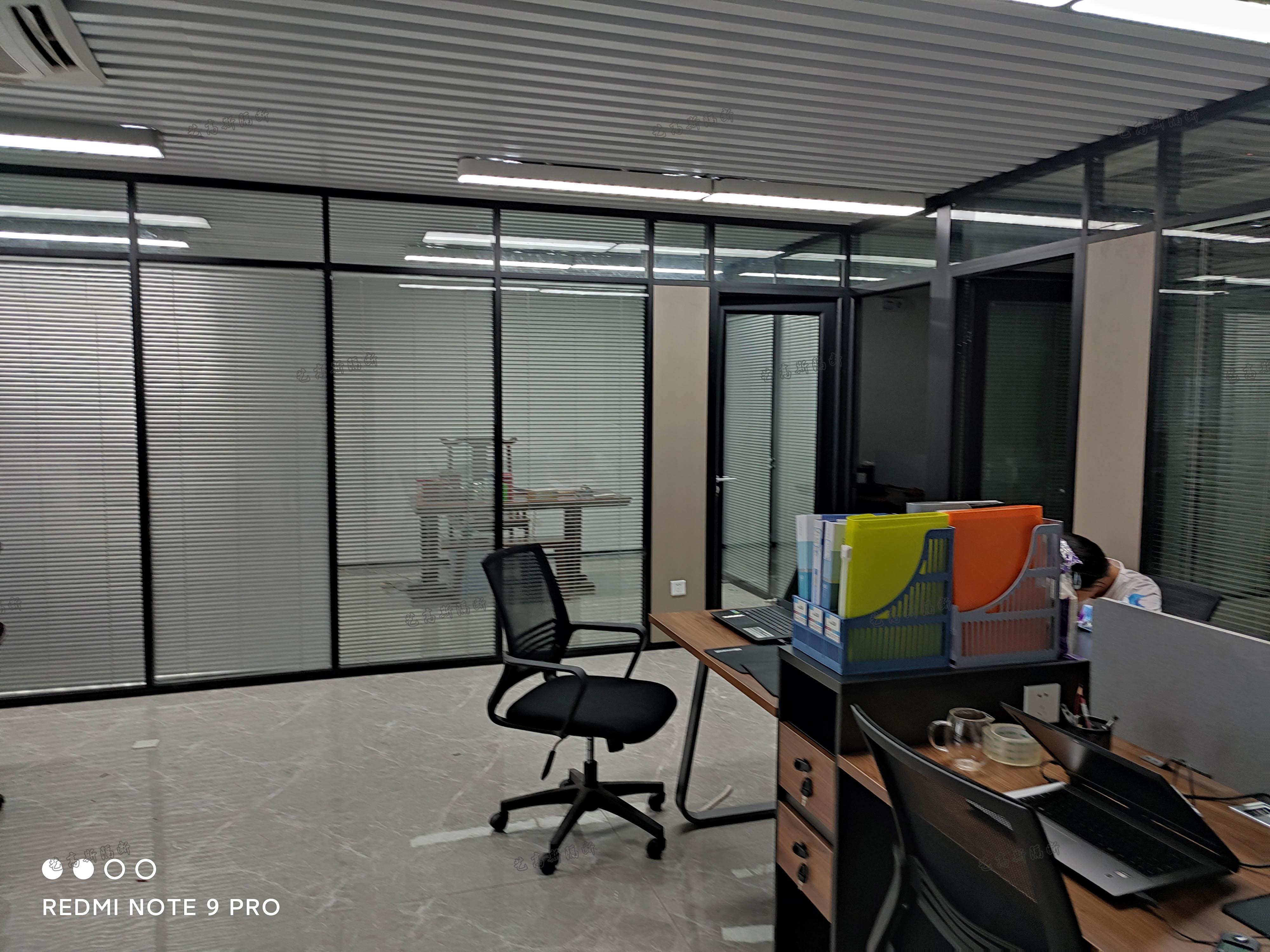 玻璃隔断改造办公室格局